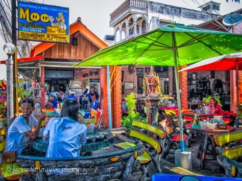 The Moo eats in Rawai impression Phuket Thailand