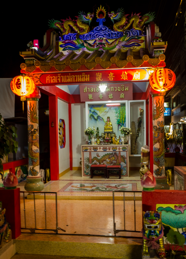 Chinesse shrine on Huan Hin seafront, Soi 55